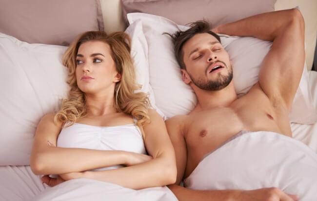 barbat care doarme dupa sex
